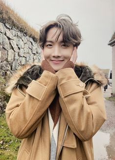 for jung hoseok :D Vlive Bts, Bts Bangtan Boy, Jimin, Bts Taehyung, Foto Bts, Bts Photo, Jung Hoseok, Billboard Music Awards, Mixtape