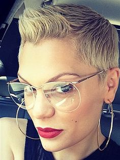 Jessie J rocks a quiff as she grows out her hair Short Sassy Hair, Short Hair Styles, Jessie J The Voice, Homemade Dry Shampoo, Growing Out Hair, Wild Hair, Light Hair, Grow Out, Celebrity Hairstyles