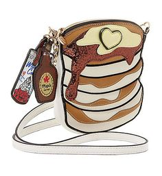 And on the back is a clear slip pocket with a tasty, trusty pancake recipe under a GOT SYRUP? Betsey Johnson Cake of Pan Crossbody Purse. Clear ID pocket with thumb assist on the back prefilled with pancake recipe. Unique Handbags, Unique Purses, Purses And Handbags, Luxury Handbags, Fall Handbags, Unique Bags, Cheap Handbags, Kitsch, Betsey Johnson Handbags