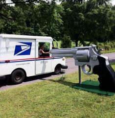 28 Unique Mailboxes That Are So Funny - Now that's a reason for delivering on time.