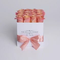 Hand crafted luxury quality box. Approximately 16 stems of peach/sunmaster roses.