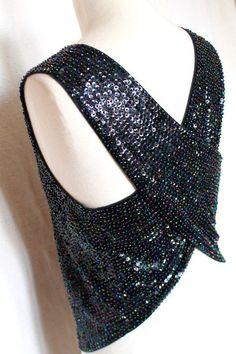 TOP À Sequins DE Qualité Noir Avec Reflets Couleurs DOS Croisé NU Taille S  M   eBay e00f9896b29