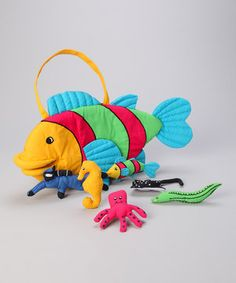 This sweet set will enchant any aspiring marine biologist. A plush fish provides storage for all his underwater friends so this cool set can travel with ease for on-the-go fun.