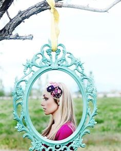 Loving this creative #silhoutte frame for #photobooth snaps!Photo via #EmmalineBride
