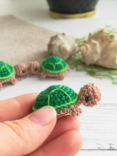 Octopus Crochet Pattern, Crochet Turtle, Crochet Animal Patterns, Stuffed Animal Patterns, Crochet Patterns Amigurumi, Crochet Dolls, Crochet Clothes, Knitting Patterns, Small Turtles