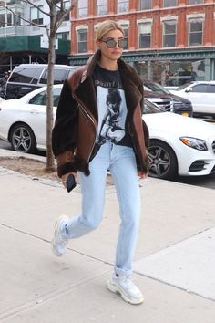 Love this casual street style! Printed shirts are so on trend right now | Awesome fashion clothes for stylish women from Zefinka ღ
