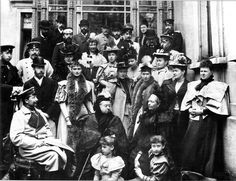 Queen Victoria (center), with her children and grandchildren, visited Saxe-Coburg and Gotha in Germany in Kaiser Wilhelm II is seated at left. Queen Victoria Children, Queen Victoria Family, Queen Victoria Prince Albert, Victoria And Albert, Wilhelm Ii, Kaiser Wilhelm, Bbc History, British History, European History