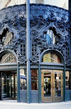 Photo Place: Northwest ornamental cast-iron entrance to the Carson, Pirie, Scott & Co Building - Louis Sullivan, 1898-1904