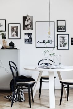 Black and white dining room via Hannainspo. Photo by Alice Johnsson.