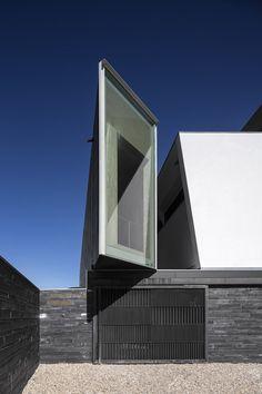 Ilhavo Maritime Museum Extension, Portugal by ARX Architecture Facade Architecture, Amazing Architecture, Contemporary Architecture, Minimal Architecture, Renzo Piano, Modern Exterior, Interior Exterior, Interior Design, Norman Foster