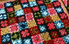 Manta de cuadrets Quilts, Blanket, Crochet, Bed Covers, Quilt Sets, Crochet Crop Top, Quilt, Rug, Log Cabin Quilts