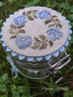 Lovely cross stitch on jars with ricrac trim Mini Cross Stitch, Cross Stitch Heart, Cross Stitch Samplers, Cross Stitch Flowers, Cross Stitching, Hand Embroidery Patterns, Diy Embroidery, Cross Stitch Embroidery, Modern Cross Stitch Patterns