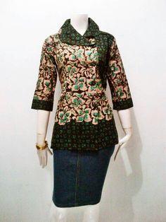 #model blouse batik Blouse Batik, Batik Dress, Trendy Dresses, Nice Dresses, Casual Dresses, Myanmar Traditional Dress, Traditional Dresses, Batik Muslim, Mode Batik
