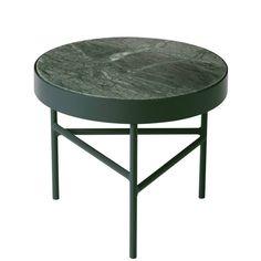 Helemaal te gek! Deze Marble salontafel van Ferm Living heeft een groen marmeren tafelblad. Het onderstel is ook groen, maar dan mat! De tafel is er in verschil
