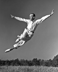 Fred Astaire the great dancer? No, Fred Astaire, the tremendous singer, so writes Kirk Silsbee. Just Dance, Shall We Dance, Dance Art, Ballet Dance, Tap Dance, Dance Stage, Classic Hollywood, Old Hollywood, Tanz Poster