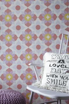"Cozz ""Smile Collection Wallpaper, Graphik Flower & Deco-Cushion, What a lovely day. #Kinderkamer #Behang #Retro"