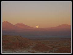 Después de un largo recorrido por la cresta de una gran duna en el Valle de la Luna, pude contemplar una de las imágenes más bellas que recuerdo de este viaje. #tipuanaviajesfans