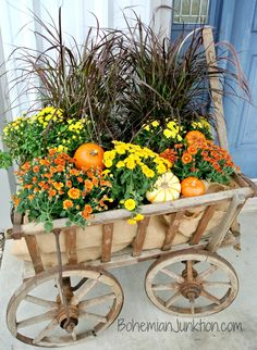 Cheap and easy fall window boxes ideas 12 Garden Cart, Garden Boxes, Garden Ideas, Container Garden, Patio Ideas, Fall Window Boxes, Fall Containers, Flower Cart, Cold Frame