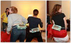 Binden Sie eine leere Papiertücher Box um die Taille und füllen Sie sie mit 8 Ping-Pong-Bällen. Die Mitspieler müssen ihre Hüfte so schütteln, um alle Kugeln in 60 Sekunden herauszubekommen. Dies sieht dann sehr lustig aus! (Anmerkung: Ich habe eine größere Öffnung in die Box geschnitten, um es ein bisschen leichter zu machen.)