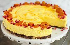 Saffranscheesecake på chokladbotten - en len och krämig cheesecake med härlig julsmak.