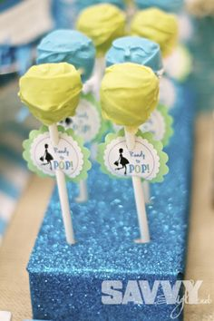 Baby shower cake-pops