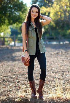 Outfits con Leggins – Moda y Estilo Olive Green Vest Outfit, Olive Vest, Green Jacket, Vest Jacket, Leather Jacket, Outfits Leggins, Vest Outfits, Cute Outfits, Military Vest Outfit