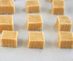 5 Minute Microwave Peanut Butter Fudge (**Quick and easy. I had all ingredients on hand. Honestly some of the best peanut butter fudge I've ever had! Microwave Peanut Butter Fudge, Peanut Butter Recipes, Fudge Recipes, Candy Recipes, Dessert Recipes, Nutella Fudge, Easy Microwave Fudge, Chocolate Fudge, Chocolate Chips