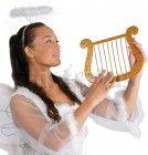 Um anjo natalício  http://www.misterius.pt/festas/artigo/harpa-de-anjo-dourada