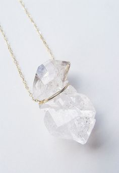 Doppel Herkimer Diamant-Halskette, Gold gefülllt - on etsy Raw Crystal Necklace, Diamond Solitaire Necklace, Herkimer Diamond, Diamond Pendant Necklace, Crystal Jewelry, Diamond Jewelry, Gold Necklace, Necklace Set, Collar Necklace