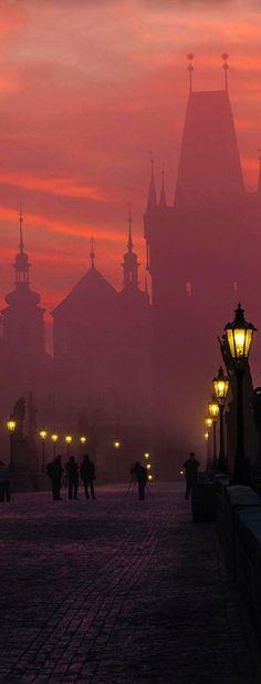 Morning fog at Charles Bridge in Prague, Czech Republic (photographer: Markus Grunau)
