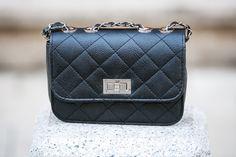 geanta neagra umar - genti dama Chanel, Shoulder Bag, Classic, Bags, Fashion, Handbags, Moda, Fashion Styles, Totes