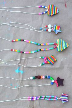 Make these rainbow necklace using colored clay, full photo tutorial. Great gift for mom, your teacher or even grandma!