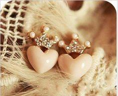 hermosos aretes de corazon con coronita, súper girly! $28