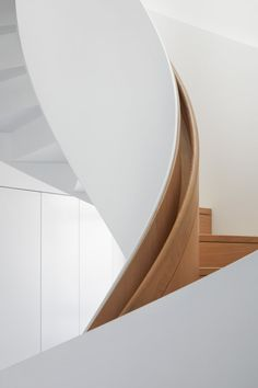 The design of Derwent London's offices at 25 Savile Row was about finding elegance in the relationship of simple forms and natural materials. Staircase Handrail, Interior Staircase, Curved Staircase, Stair Railing, Staircase Design, Interior Architecture, Interior And Exterior, Architecture Details, Stair Design