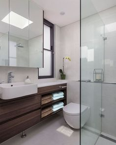 No lights needed in this light filled #ensuite bathroom.. #moderndesign #interiors #architecture #joinery #luxuryrealestate #luxurydesign #highend
