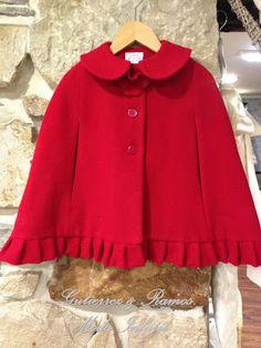 Gutiérrez y Ramos Moda infantil Capes For Kids, Cute Outfits For Kids, Toddler Outfits, Toddler Fashion, Kids Fashion, Girls Winter Jackets, Blanket Shawl, Creation Couture, Cape Coat