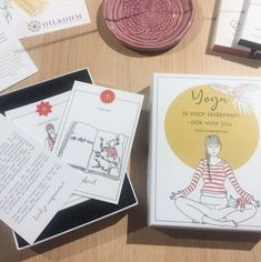 Do you want to learn more about the practice, theory and philosophy of yoga? Or, are you looking for some inspiration for a daily practice? This set of yoga cards (in Dutch) consists of 44 cards which highlight postures, theory and other exercises. A great way to integrate yoga in your daily life and learn more along the way. Theory, Highlight, Philosophy, Dutch, Exercises, Yoga, Learning, Cards, Inspiration