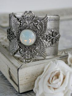 wait is this a napkin ring?!