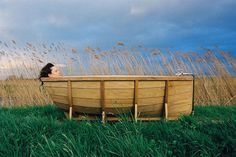 Such a funny idea--this bathtub looks so dreamy in this picture. I imagine this tub would be really striking in the right bathroom. Outdoor Bathtub, Outdoor Showers, Outdoor Bathrooms, Sweet Home, Kayak Storage, Relaxing Bath, Blog Deco, Deco Design, House And Home Magazine
