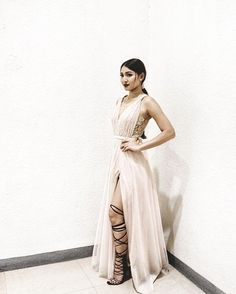 Nadine Lustre's Top 8 Wardrobe Essentials According to Her Stylist - Star Style PH Nadine Lustre Ootd, Flattering Outfits, Bridesmaid Dresses, Prom Dresses, Jadine, Star Fashion, Women's Fashion, Gorgeous Women, Evening Gowns