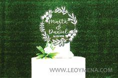 Cake Topper Boda Iluminado LED Personalizado   Wedding lighted LED Cake Topper Personalized Custom   Unico   Unique   Wreath   Corona Novios de LEOYMENA en Etsy Wedding Cake Toppers, Wedding Cakes, Luz Led, White Acrylics, How Beautiful, Place Card Holders, Wreaths, Make It Yourself, Etsy