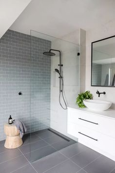 New bathroom shower tile grey interior design ideas Bathroom Renos, Bathroom Flooring, Bathroom Ideas, Bathroom Designs, Remodel Bathroom, Ensuite Bathrooms, Small Bathrooms, Bathroom Remodeling, Small Bathroom Renovations