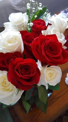 White and red roses bouquet. Beautiful Flowers Photos, Beautiful Roses, Pretty Flowers, Flower Images, Flower Photos, Good Morning Flowers Rose, White Rose Bouquet, Winter Rose, Colorful Roses