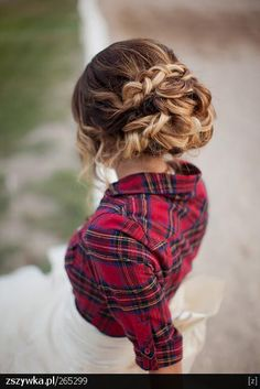 This is a perfect fall updo- I love how it adds a feminine touch to an undressed shirt