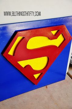 DIY SuperMan Wall Art. Also shows how to make other superhero art.