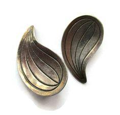 Modernist Danish sterling clipon earrings, lined paisley teardrop shape vintage Scandinavian silver, Hermann Siersbol Denmark clipons. https://www.etsy.com/uk/listing/543502671/modernist-danish-sterling-clipon