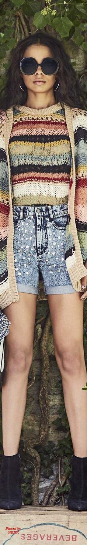 Alice + Olivia Spring 2017 RTW--no pattern, inspiration knit Knitwear Fashion, Knit Fashion, Boho Fashion, Summer Knitting, Knitting Yarn, Knitting Patterns, Moda Crochet, Knit Crochet, Cool Outfits
