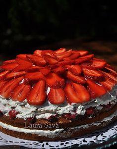 Tort cu capsuni si nuca de cocos Romanian Desserts, Russian Desserts, Coco, Homemade Food, Mai, Cooking, Health, Recipes, Deserts