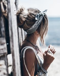 Blue bun and a scarf Bandana Hairstyles, Messy Hairstyles, Pretty Hairstyles, Hairband Hairstyle, Hair Day, My Hair, Hair Inspo, Hair Inspiration, Cooler Look