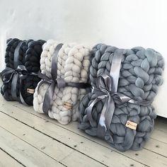 Giant Throw/Chunky Knit Blanket/Large knit blanket/Big knit blanket/Thick yarn/Merino Wool blanket/Chunky yarn/Gift/Arm knitting/Home decor Big Knit Blanket, Chunky Blanket, Chunky Knit Throw, Chunky Yarn, Thick Yarn, Chunky Crochet, Knitted Blankets, Merino Wool Blanket, Bed Blankets